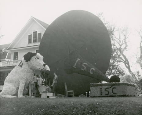 1951 Homecoming Lawn Display